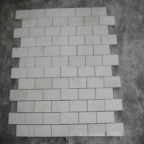 White Marble Mosaic Design for Floor Tiles